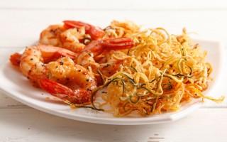 Ricetta spaghetti di zucchine e patate con gamberi