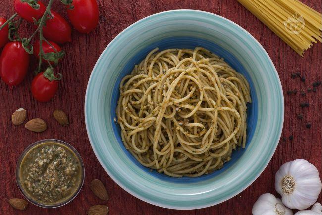 Ricetta spaghetti con pesto alla trapanese