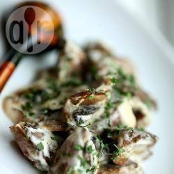 Rigaglie di pollo con funghi e panna acida