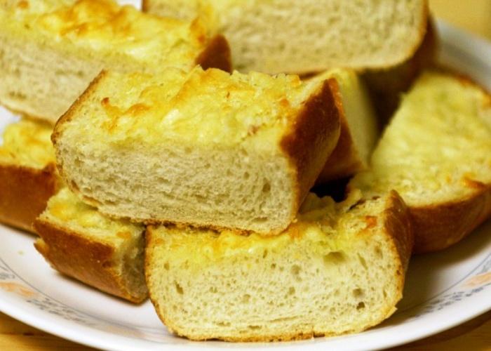 Pane all'aglio e parmigiano