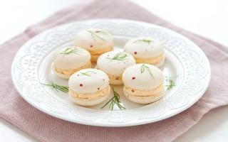 Ricetta macarons salati al pepe, mousse di salmone e finocchietto ...