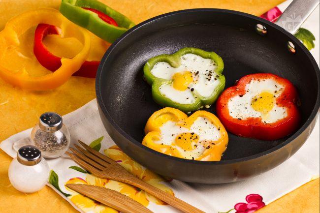 Ricetta fiori di peperoni con uova