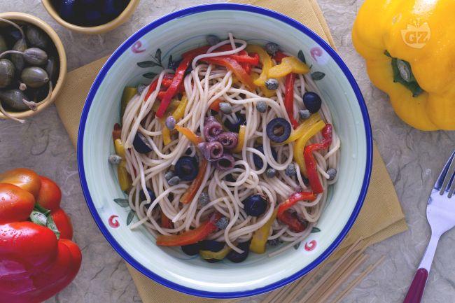 Ricetta spaghetti ai peperoni olive e capperi