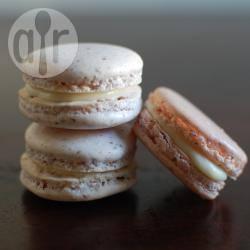 Macarons con ganache al cioccolato bianco e acqua di rose