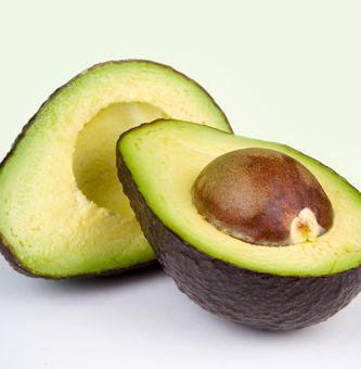 Ricetta avocado ripieno di ricotta e frutta secca