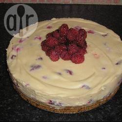 Cheesecake al cioccolato bianco e lamponi senza uova