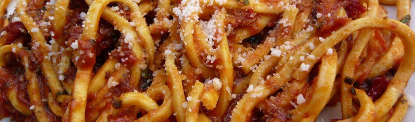 Spaghetti alla chitarra all'uovo con ricotta, salsiccia e zafferano