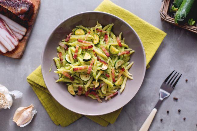 Ricetta trofie con crema di zucchine e pancetta
