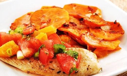 Filetti di pesce con arancia e pomodoro