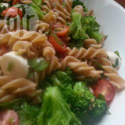 Insalata di pasta integrale vegetariana