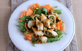 Ricetta involtini di pollo ai pistacchi e insalata di melone