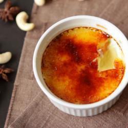 Crème brûlée con anacardi e anice stellato