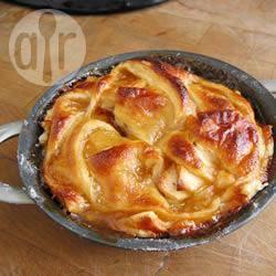 Crostata di mele con salsa caramellata