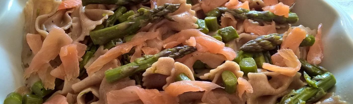 Ricetta pasta con asparagi e salmone