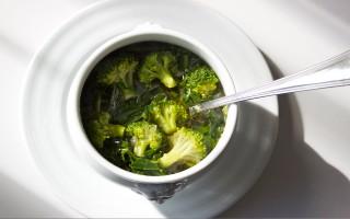 Ricetta zuppa di broccoli e cicoria allo zenzero