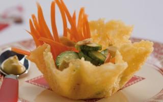 Ricetta cestini di formaggio con carote e zucchine