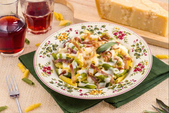 Ricetta maccheroncini al pettine con culatello e crema al parmigiano ...