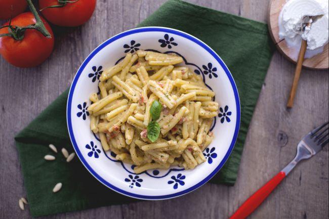 Ricetta casarecce con pesto alla siciliana