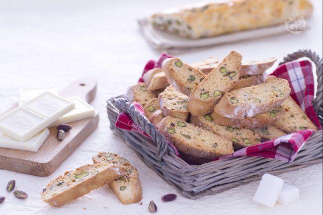 Ricetta cantucci al pistacchio e cioccolato bianco