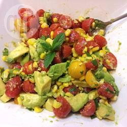 Insalata di avocado, pomodorini e mais