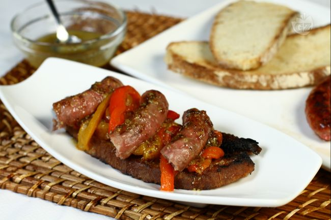 Ricetta crostone bruscato con luganega e peperoni affumicati