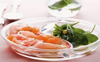Ricetta carpaccio di spada e salmone con spinaci novelli ...