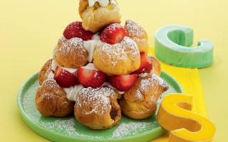Ricetta piramide di bignè con fragole e farcia di crema di nocciole ...