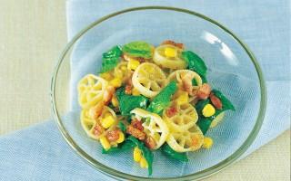 Ricetta ruote al mais, pancetta e spinaci novelli