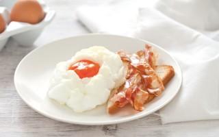 Ricetta nuvole di uova e bacon