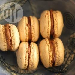 Macarons al cioccolato e fiori d'arancio