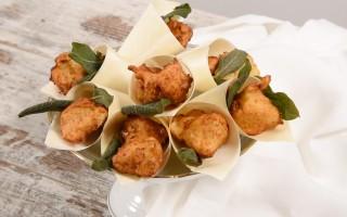 Ricetta frittelle di fontina, noci e salvia