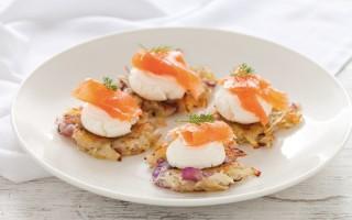 Ricetta rosti di patate con salmone affumicato e formaggio ...