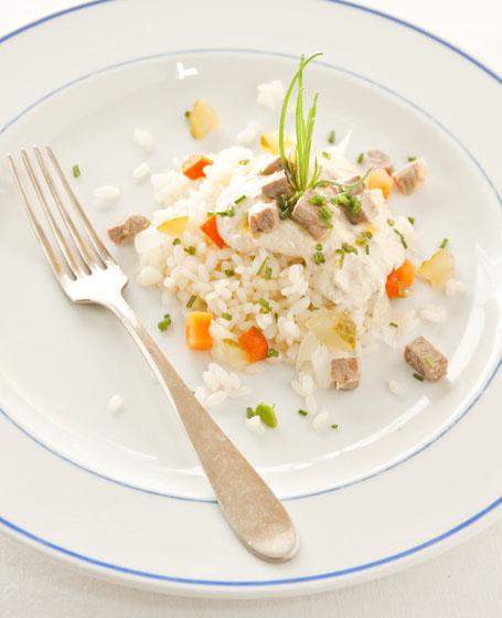 Insalata di riso, bollito in salsa tonnata e giardiniera