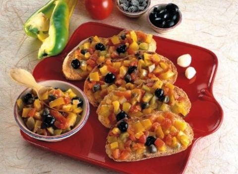 Bruschetta al peperone e pomodoro