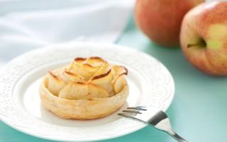 Ricetta rose di pasta sfoglia e mele alla cannella