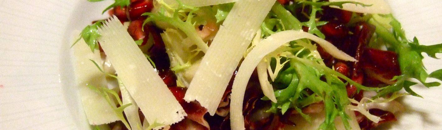 Ricetta insalata con pere, radicchio e noci tostate