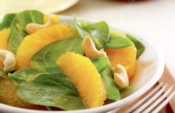 Insalata di arance, taccole e anacardi