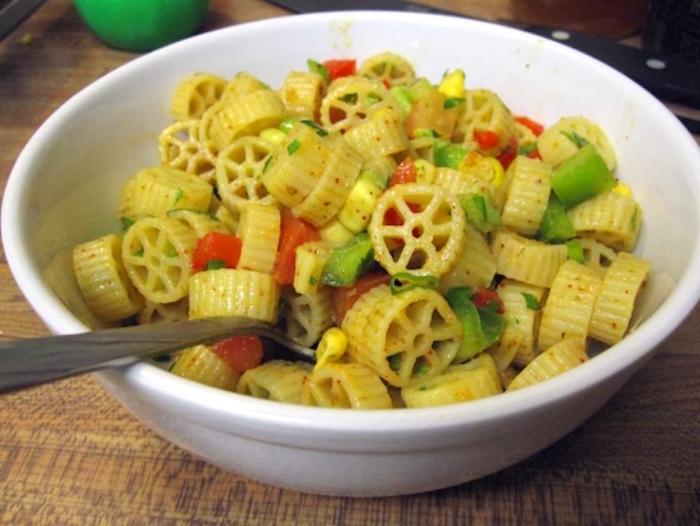 Rotelle in insalata con peperoni