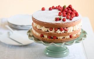 Ricetta torta alla crema di cioccolato bianco e fragoline