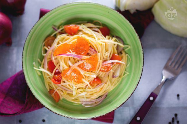 Ricetta insalata di spaghetti con uovo marinato