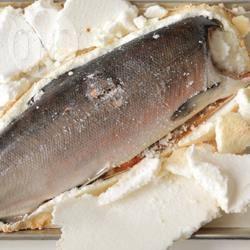 Salmone in crosta di sale con salsa allo champagne