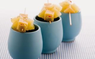 Ricetta spiedini di ananas, fontina e olive farcite