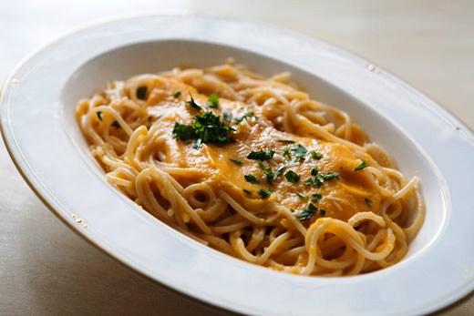 Spaghetti cacio e zafferano