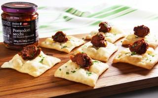 Ricetta crackers di patate e pomodori secchi al pecorino sardo ...