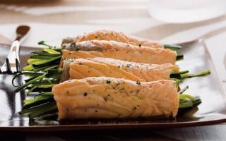 Ricetta involtini di salmone, zucchine e zenzero