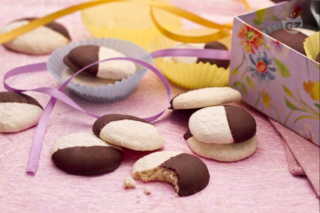 Ricetta biscotti al cocco ricoperti di cioccolato