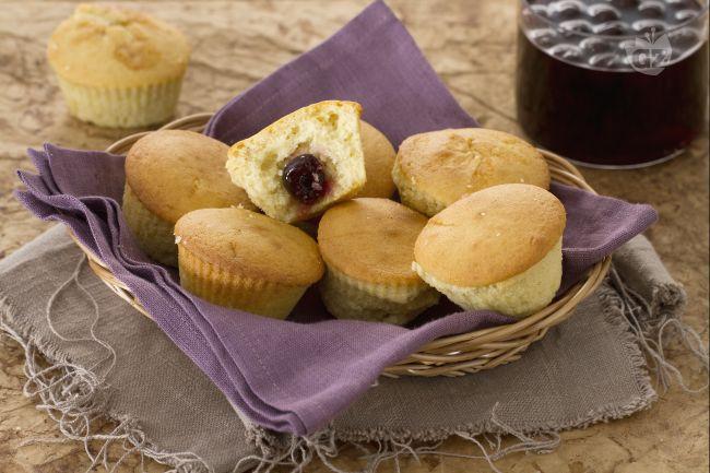 Ricetta muffin alla vaniglia con cuore di amarena