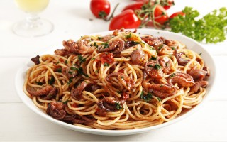 Ricetta spaghetti al sugo di polpo