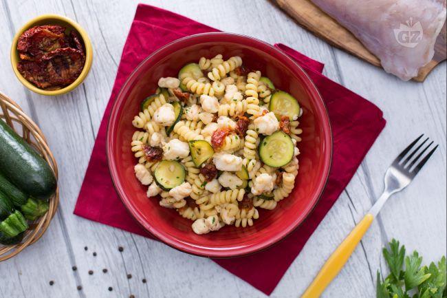 Ricetta pasta con coda di rospo, zucchine e pomodori secchi