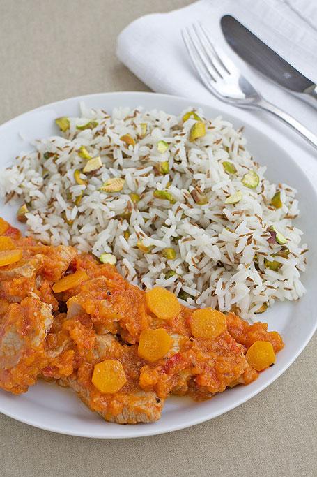 Spezzatino d'agnello brasato alle carote con riso jasmine al cumino